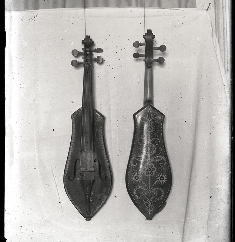 Instrumenty ludowe. Złóbcoki wykonane przez Józefa Zboźnia_Arch. PME N.4102