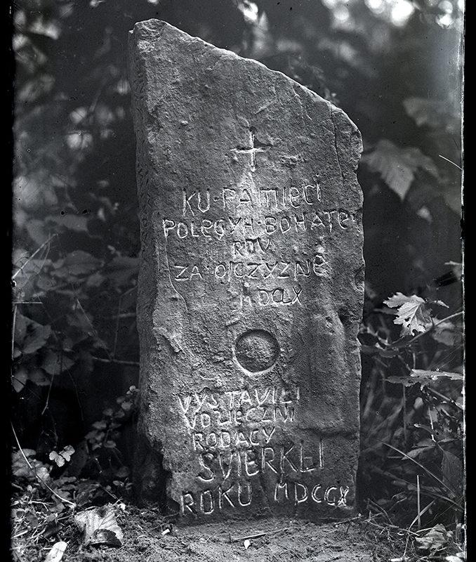 Kamień upamiętniajacy poległych za ojczyznę 1660 r. w Świerkli._Arch. PME N.4130_2