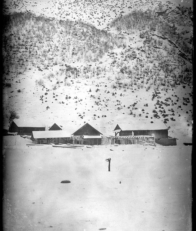 Krajobraz zimowy. Widok na zagrodę pod zboczem góry_Arch. PME N.4045_3