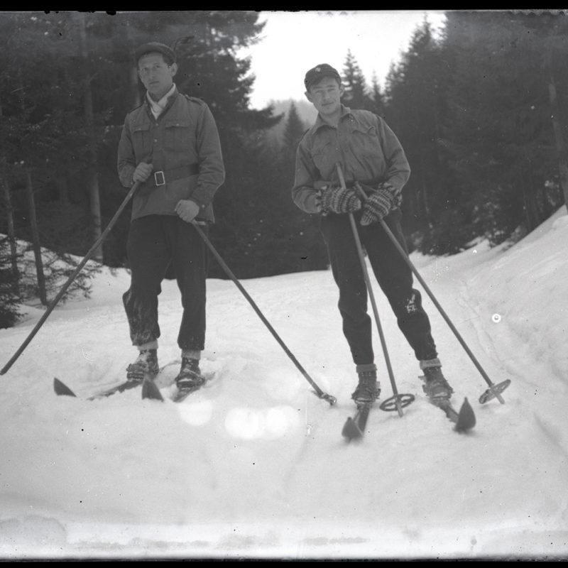 Mieczysław Cholewa na nartach z kolegą ok. 1935 r. _Arch. PME N.4125_1