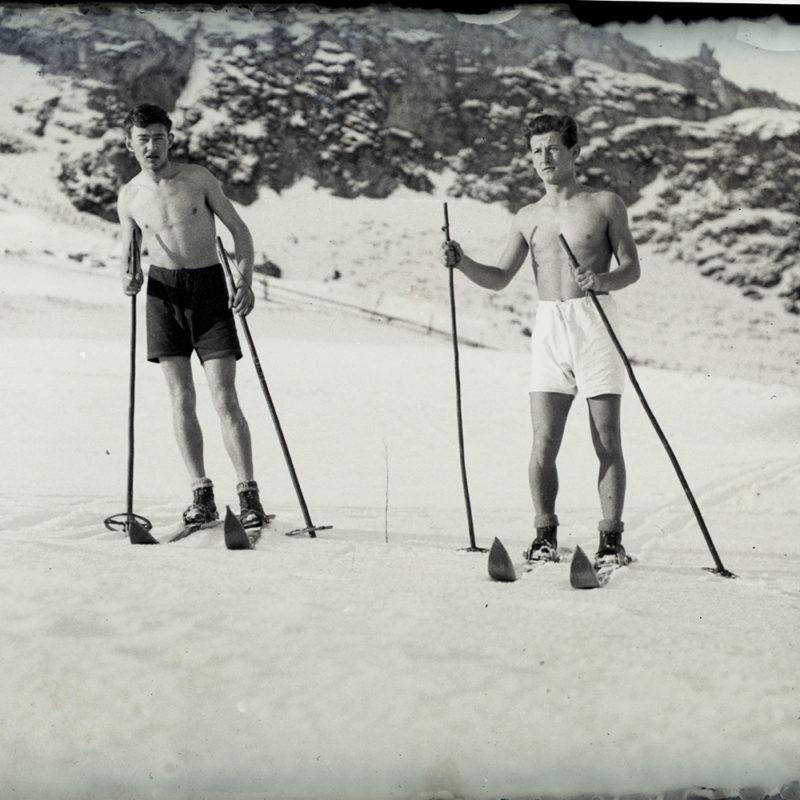 Mieczysław Cholewa na nartach z kolegą ok. 1935 r._Arch. PME N.4125_2