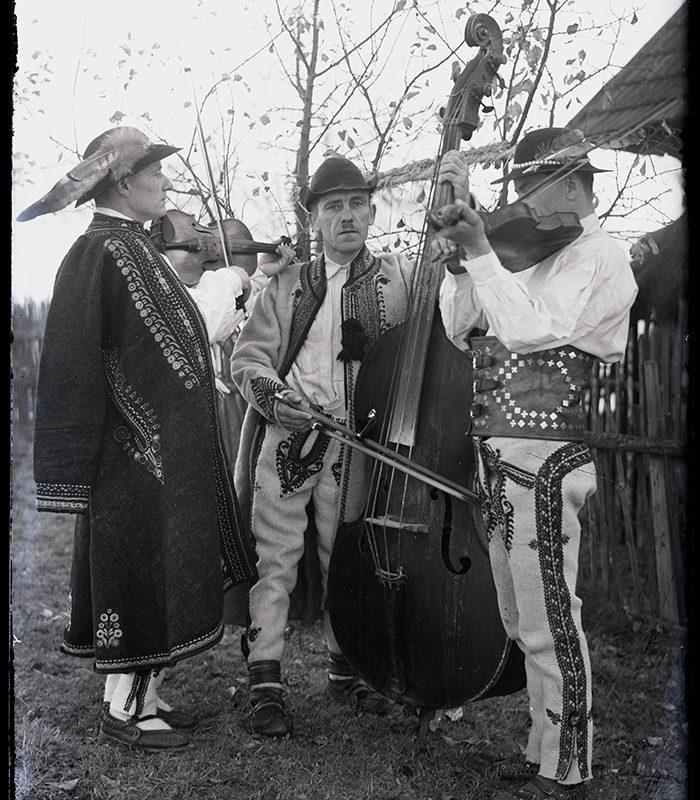 Muzykanci góralscy z basem i skrzypcami_Arch. PME N.4098_12