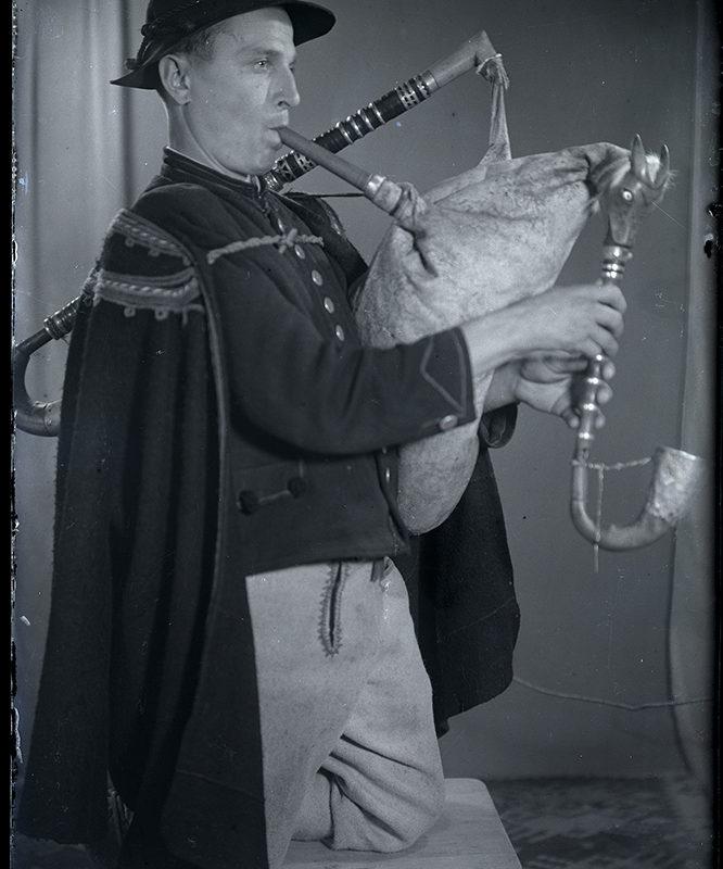 Muzykanci. Franciszek Mrowiec- dudziarz żywiecki_Arch. PME N.4099_6