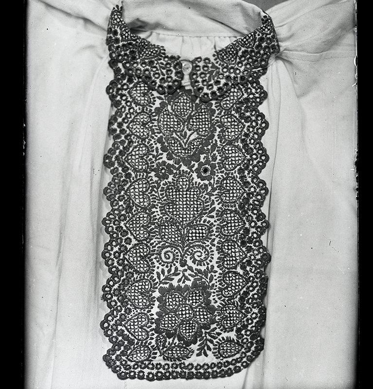 Haftowany przód męskiej koszuli Lachów Sądeckich