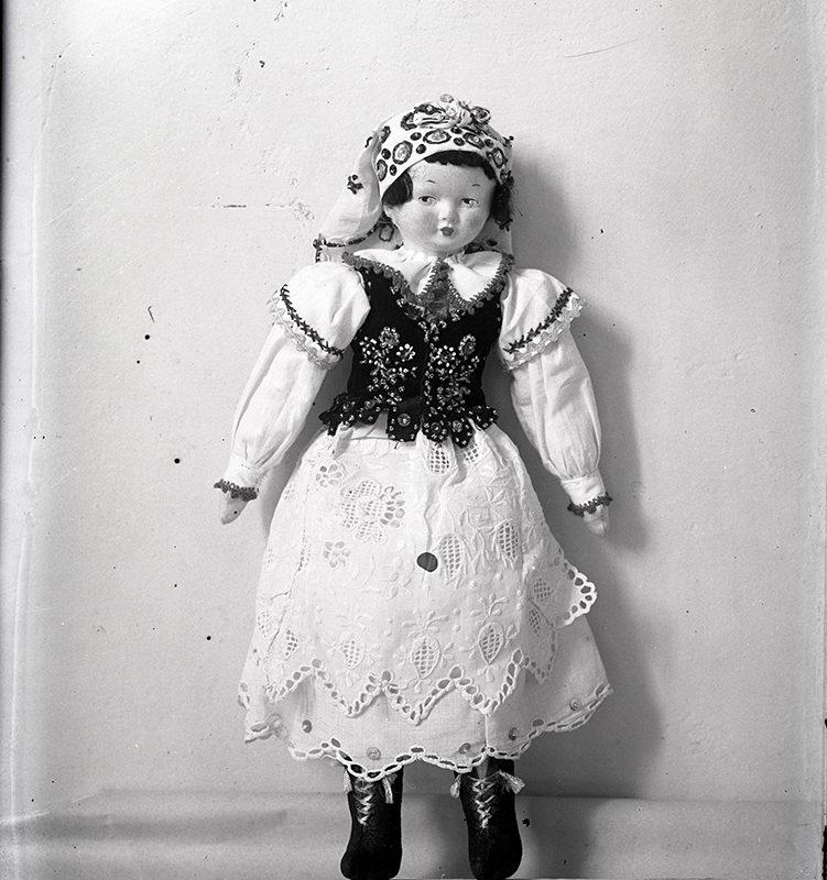 Lalka w stroju Góralki Łąckiej