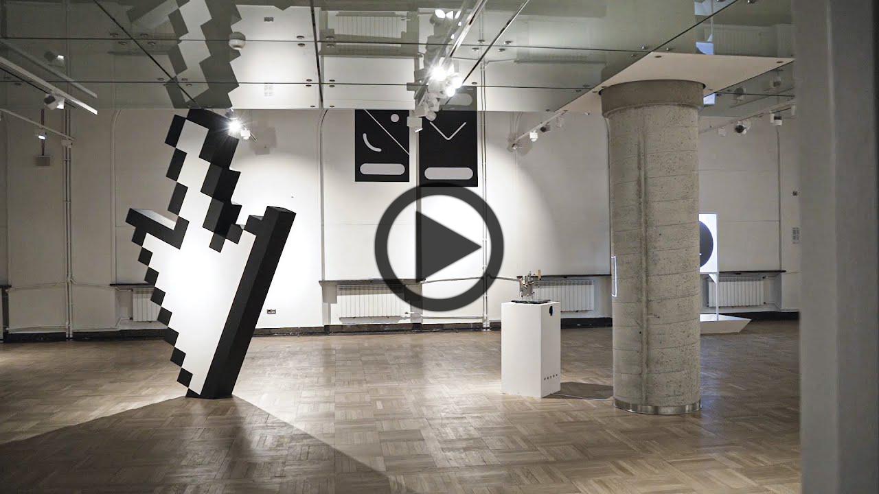 Zdjęcie wystawy IKONY, które jest linkiem prowadzącym do filmu pokazującego eksponaty.