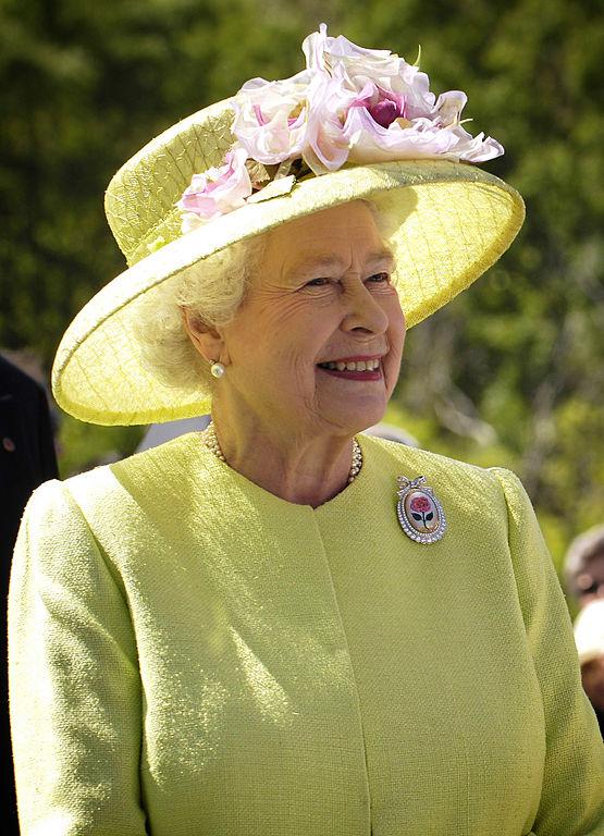 Zdjęcie uśmiechającej Królowej Elżbiety z Wielkiej Brytanii