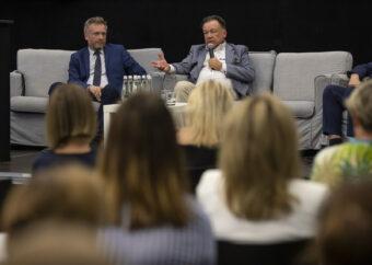 Na zdjęciu Marszałek województwa mazowieckiego z dyrektorem PME Robertem Zydlem